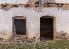 La pared de la vieja construcción derrumbada Foto de archivo