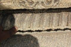 La pared del templo de Hampi Vittala tallada con los agujeros minuciosos los perforó adentro Imágenes de archivo libres de regalías