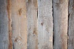 La pared dispuesta con los viejos, curvados tableros Imágenes de archivo libres de regalías