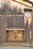 La pared exterior de una casa de madera japonesa fotografía de archivo