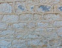 La pared fue construida de piedra con las costuras anchas Imágenes de archivo libres de regalías