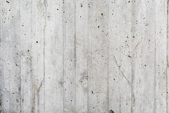 La pared gris del conrete le gusta la madera Foto de archivo