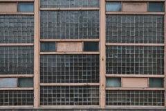 La pared lamentable vieja de los bloques de cristal fotos de archivo libres de regalías