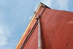 La pared roja de la casa Fotos de archivo