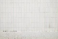La parete bianca è fatta di calcestruzzo Fotografia Stock