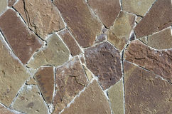 La parete consiste dei frammenti delle pietre misura insieme Immagine Stock
