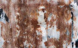La parete d'acciaio arrugginita con pittura sbucciata fotografia stock libera da diritti