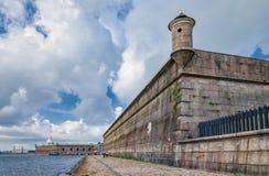 La parete del bastione di Gosudarev della fortezza di Paul e di Peter Fotografia Stock Libera da Diritti