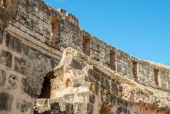 La parete della fortezza del castello antico Immagini Stock Libere da Diritti