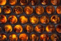 La parete delle bottiglie di vetro basa piegato in avanti Fondo Se Fotografia Stock