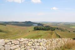 La parete di Hadrian dalla sommità lenta verde Fotografia Stock Libera da Diritti