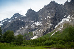 La parete di Troll è la parete rocciosa verticale più alta in Europa, abou Fotografie Stock