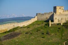 La parete e la torre di Spis fortificano, la Slovacchia al giorno di estate Immagine Stock