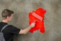 La parete ridipinge nel rosso Immagini Stock