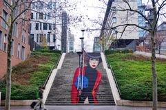 La Parisienne街道艺术一个楼梯的壁画在Rue在第13个a的du Chevaleret的 库存照片