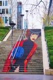 La Parisienne街道艺术一个楼梯的壁画在Rue在第13个a的du Chevaleret的 图库摄影