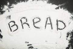 """La parola """"pane """"è scritta in farina immagini stock libere da diritti"""