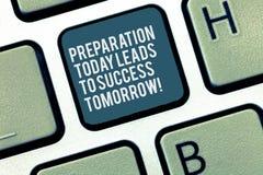 La parola che scrive la preparazione di testo oggi condurrà domani a successo Concetto di affari per Prepare ora per futuro immagini stock