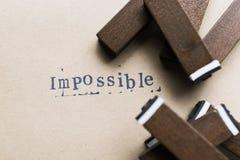 la parola della lettera dell'alfabeto impossibile dal bollo segna la fonte con lettere su carta Fotografie Stock
