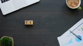 La parola fatta dei cubi, collaborazione di lavoro di squadra, funziona insieme per l'obiettivo comune video d archivio