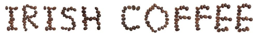 La parola isolata 'IRISH COFFEE' fa dal chicco di caffè fotografie stock