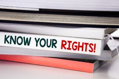 La parola, scrivente conosce i vostri diritti Concetto di affari per giustizia Education scritto sul libro sui precedenti bianchi Immagine Stock