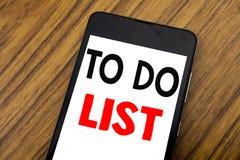 La parola, scrivente la scrittura per fare il concetto di affari della lista per il piano elenca Remider scritto sul cellulare de fotografie stock libere da diritti