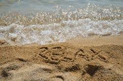 La parola SI RILASSA in sabbia Fotografia Stock