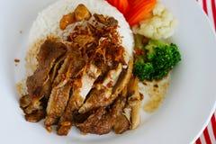 La parrilla del pollo con arroz es comida tailandesa Imagenes de archivo