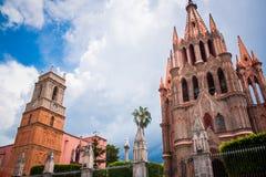La Parroquia, la iglesia rosada famosa en la ciudad pintoresca de Fotos de archivo