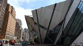 La parte anteriore del museo reale Toronto di Ontario l'ultima aggiunta è chiamata il cristallo, progettato da Michael Lee-Chin stock footage