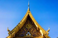 La parte anteriore del tempio antico in Tailandia Fotografia Stock