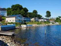 La parte anteriore dell'acqua di progettazione moderna alloggia la Danimarca Immagini Stock