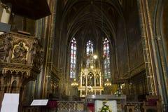 La parte anteriore si altera della chiesa (basilica) di St Peter e di St Paul a Vysehrad Fotografia Stock