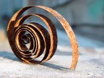 La parte arrugginita di vecchie ore sullo scrittorio di legno La sorgente Fotografie Stock