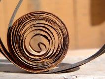 La parte arrugginita di vecchie ore sullo scrittorio di legno La sorgente fotografie stock libere da diritti
