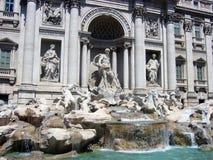 La parte centrale della fontana famosa di Trevi fotografia stock libera da diritti