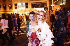 La parte 2015 del desfile de Halloween del pueblo 5 28 fotos de archivo
