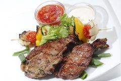 La parte di carne ha fritto con le verdure Fotografia Stock