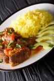 La parte di seco de chivo ha stufato la carne di capra con riso giallo e la a Immagini Stock
