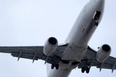 La parte di sotto di un aeroplano moderno Immagine Stock Libera da Diritti