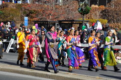 La parte india del vigésimo Spectacular anual del desfile de la acción de gracias de UBS, en Stamford, Connecticut Imagenes de archivo