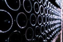 La parte inferior de las botellas de vino en sótano Fotografía de archivo libre de regalías
