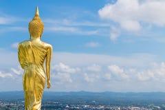 La parte posterior de Buda de oro en el templo de Khao Noi, NaN, Tailandia foto de archivo