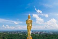 La parte posterior de Buda de oro en el templo de Khao Noi, NaN, Tailandia fotos de archivo libres de regalías