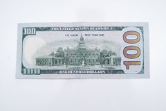 La parte posterior de cientos billetes de dólar fotos de archivo