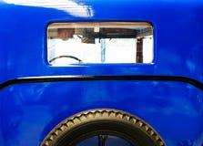 La parte posterior del coche y de la rueda de repuesto Fotografía de archivo libre de regalías