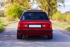 La parte posteriore di vecchia, automobile rossa e tedesca fotografia stock libera da diritti