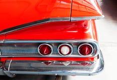 La parte posteriore di vecchia fine dell'automobile su Fotografie Stock