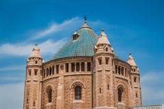 La parte superior de la abadía del edificio de Dormition en el soporte Zio Foto de archivo